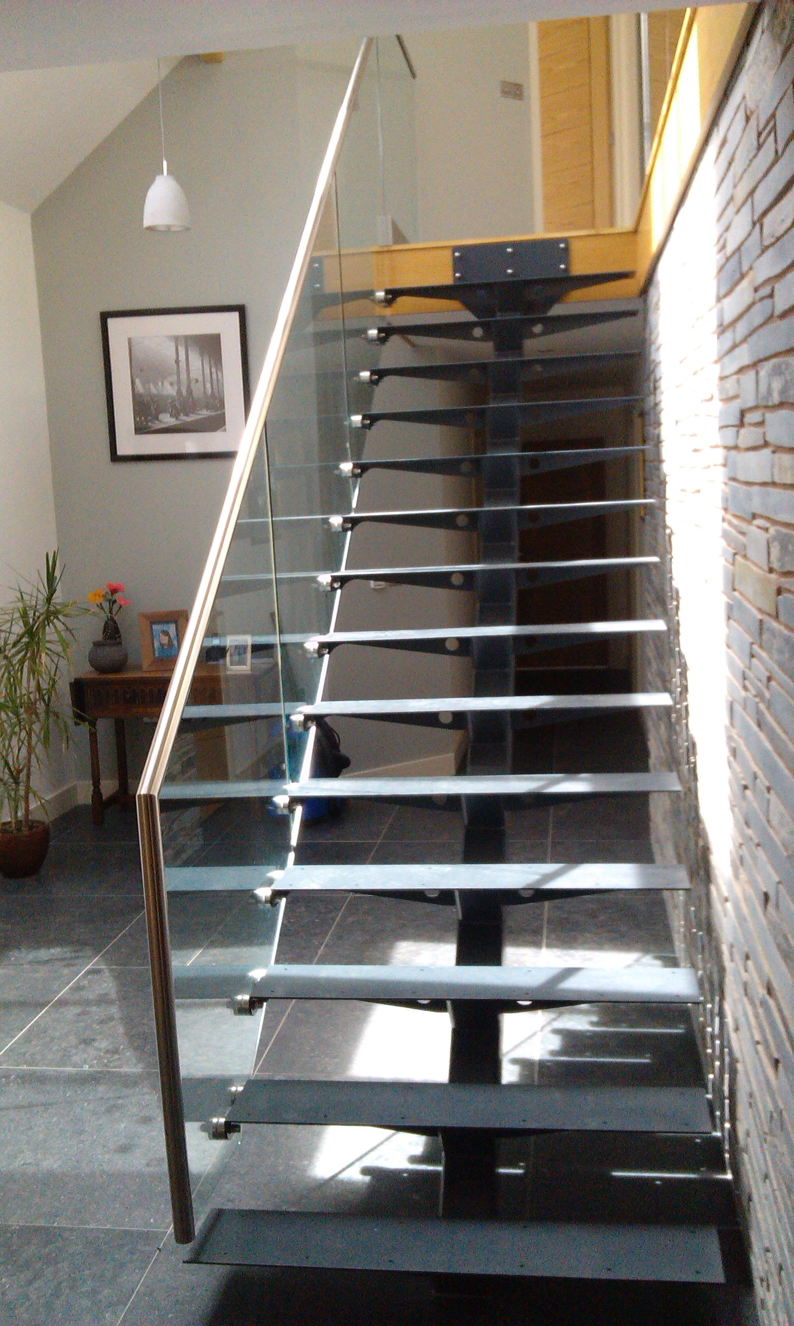 Steel glass open plan staircase with wooden treads the for Open staircase